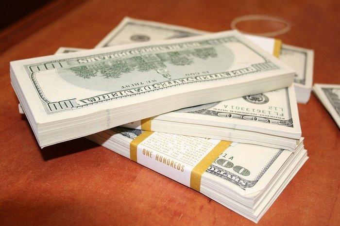 Курс доллара опустился ниже отметки в 28 гривен
