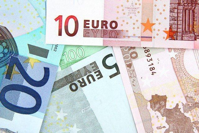 Официальный курс евро растет