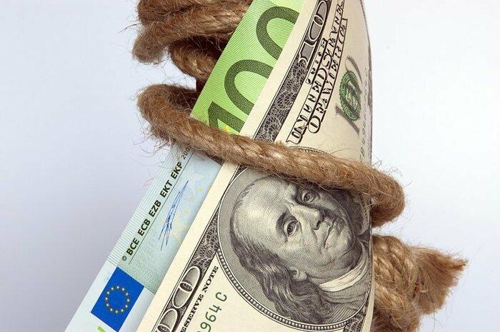 Курс доллара подошел к психологической отметке 27 гривен