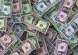 Доллар перешел от падения к росту
