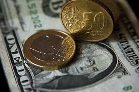 Официальные курсы доллара и евро растут