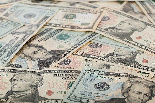 На валютном рынке ажиотаж