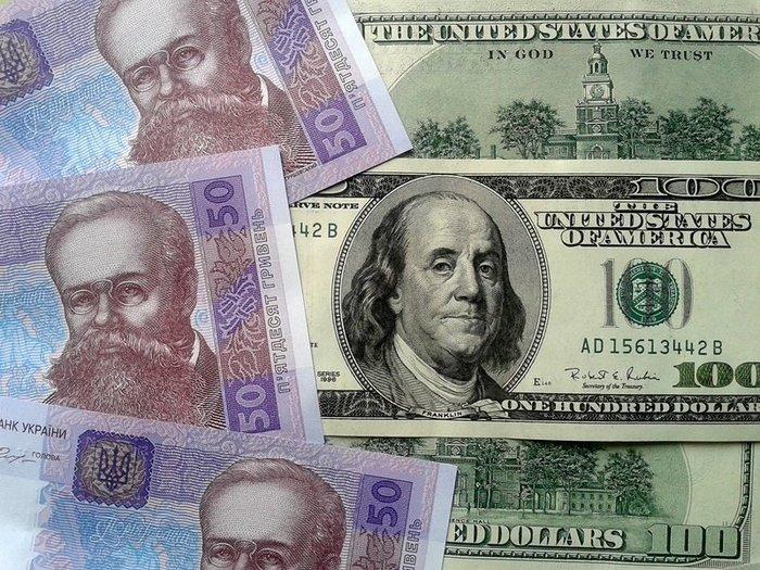 Доллар продолжает падать в цене