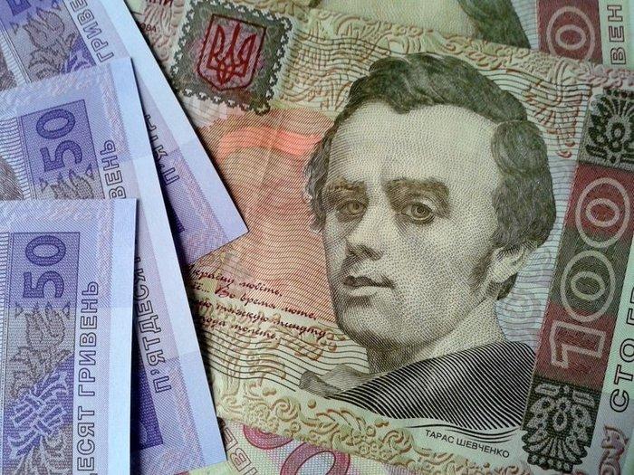 Зарплаты в Украине резко упали