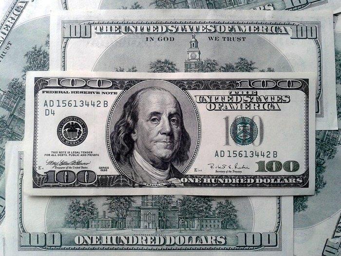 Доллар поднялся выше 25 гривен