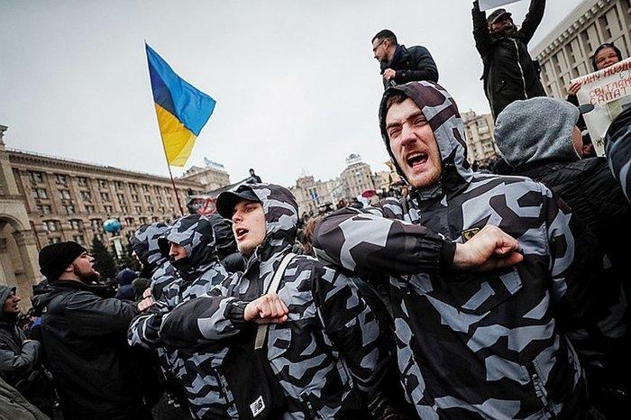 "На Майдане идет Вече ""желтых повязок"""
