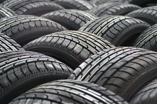 """Когда """"переобувать"""" авто на зиму и какие шины лучше"""