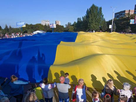 Украинцы назвали нации, к которым относятся хуже всего