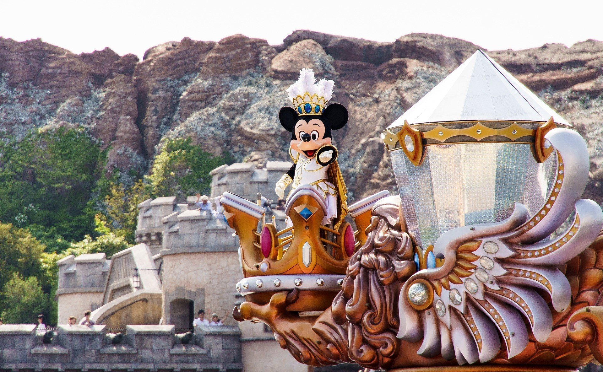 Disney уволит 100 тысяч сотрудников