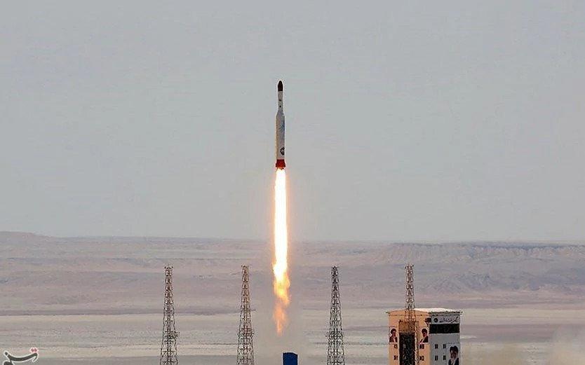 Иран успешно запустил военный спутник
