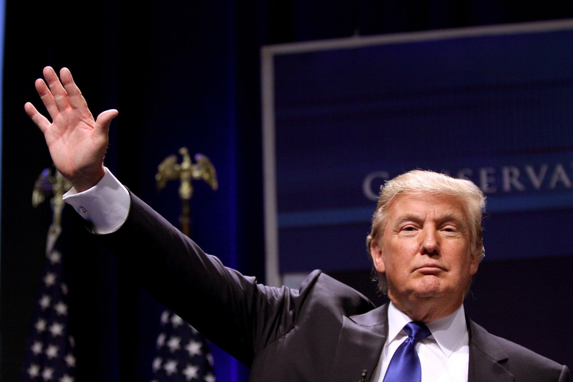 Коронавирус нанес удар по бизнесу Трампа