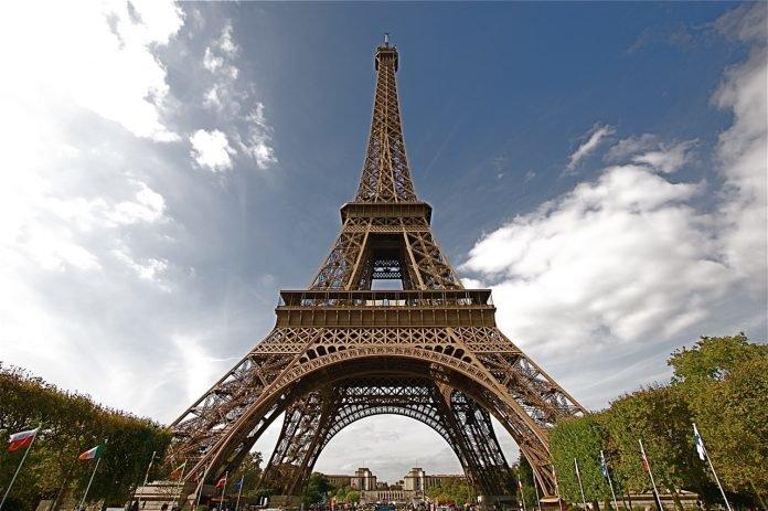 eiffel-tower-history-696x463.jpg