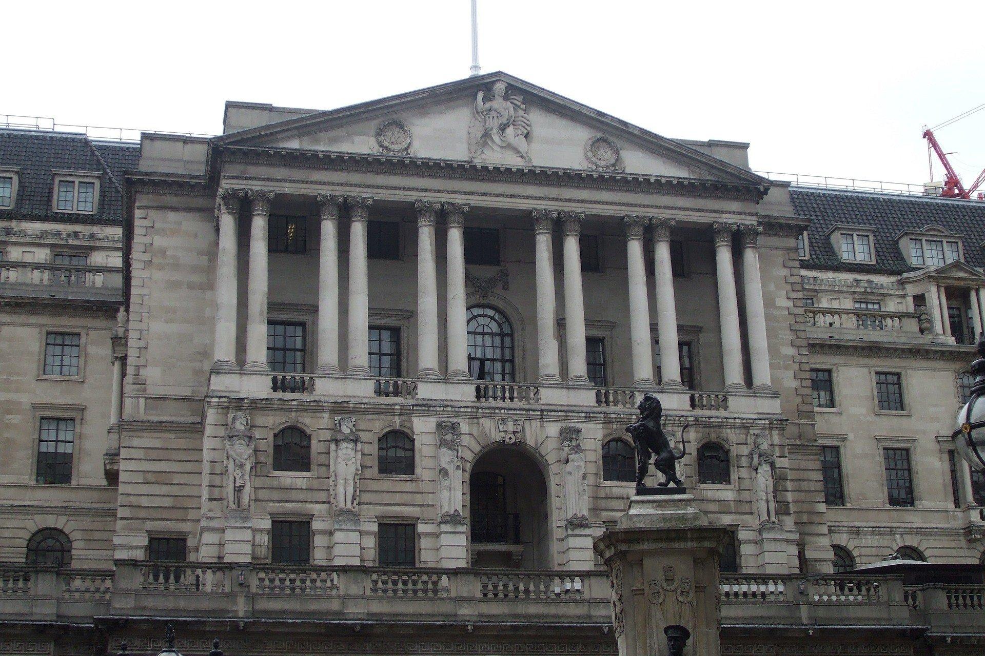 Банк Англии хочет разобраться с кредитами