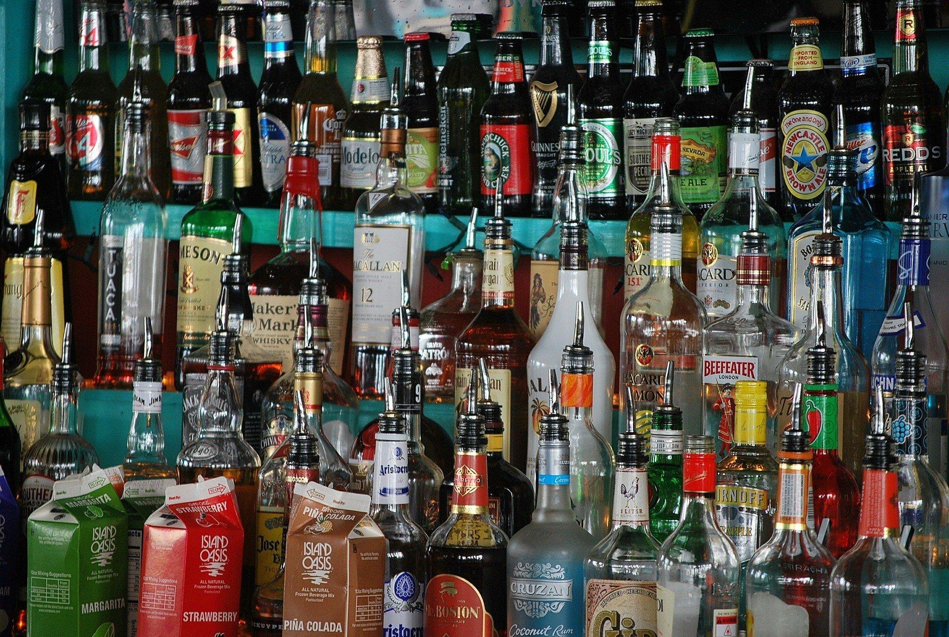 Мировые продажи алкоголя продолжают снижаться