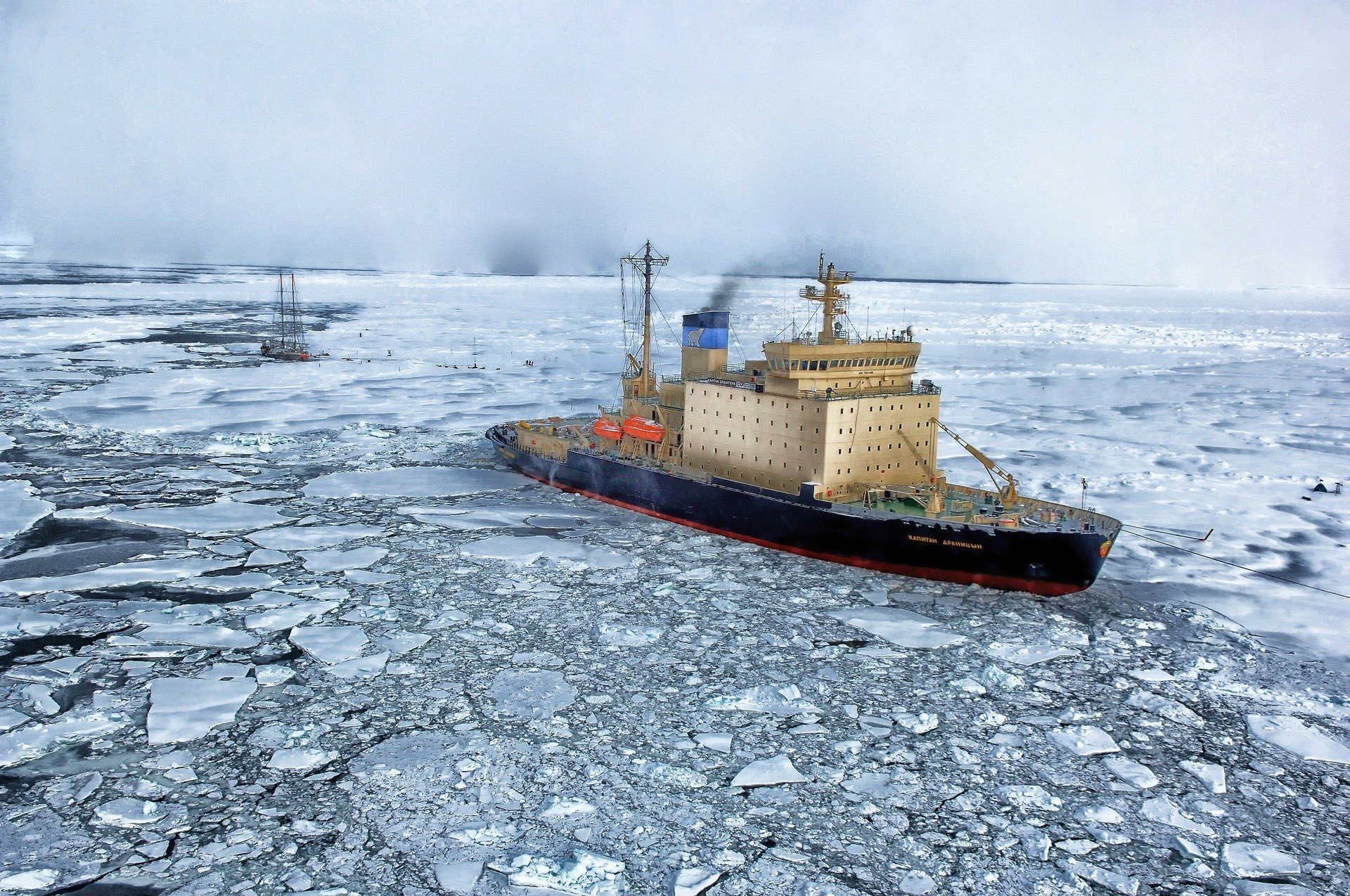 США отправили корабли вглубь Арктики