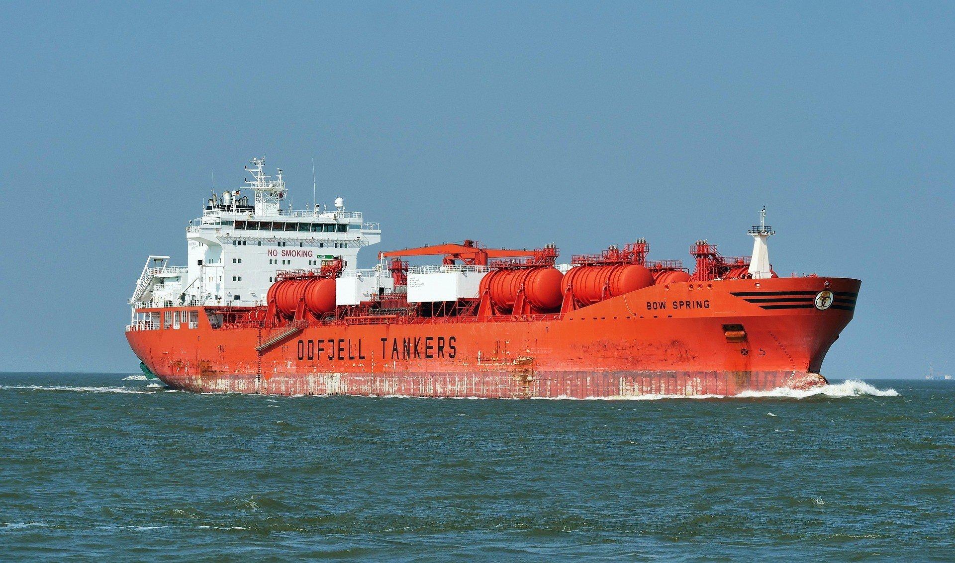 Нефтяные танкеры проверяют виртуально