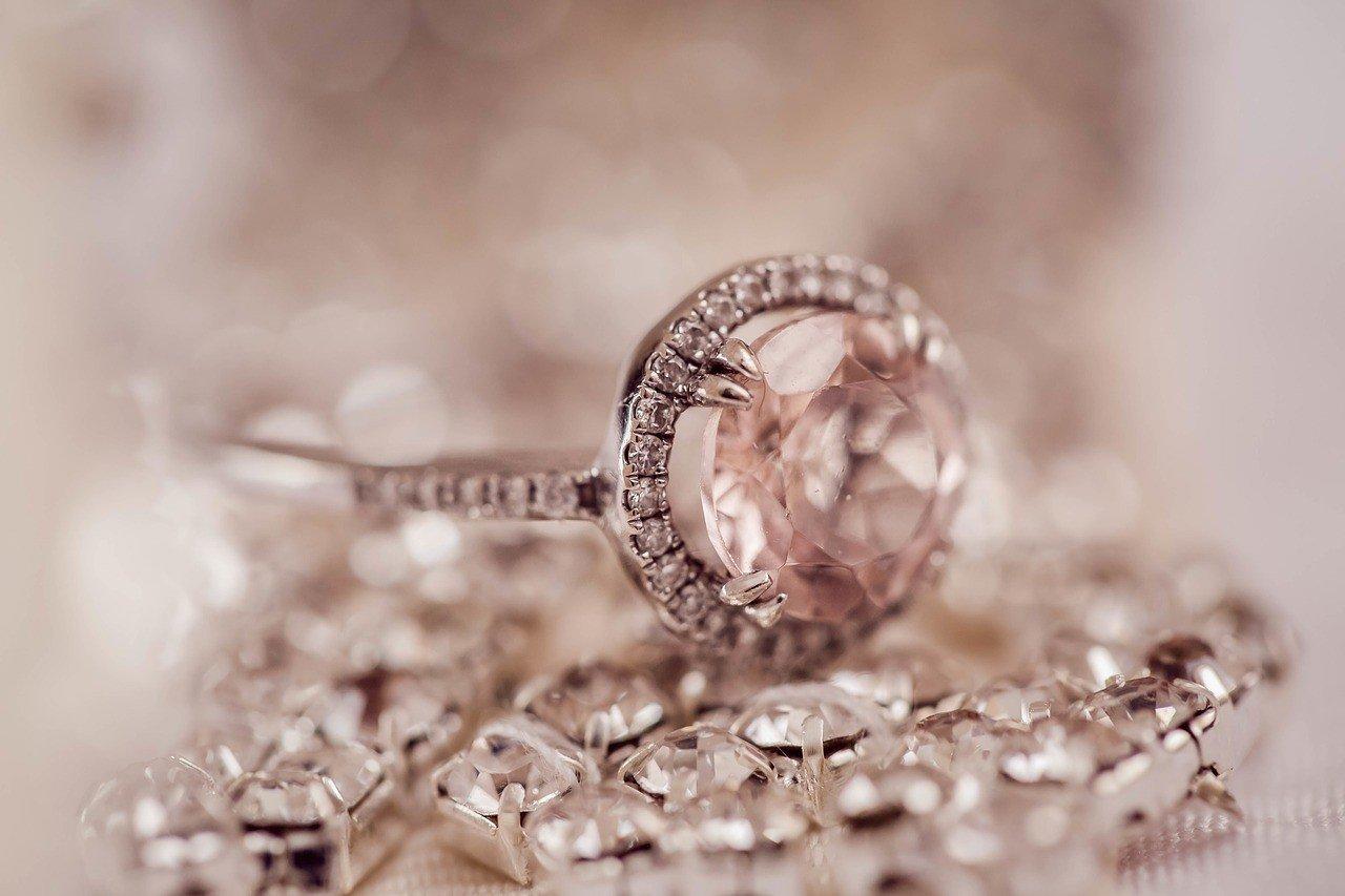 Нереализованные алмазы накапливаются по всему миру
