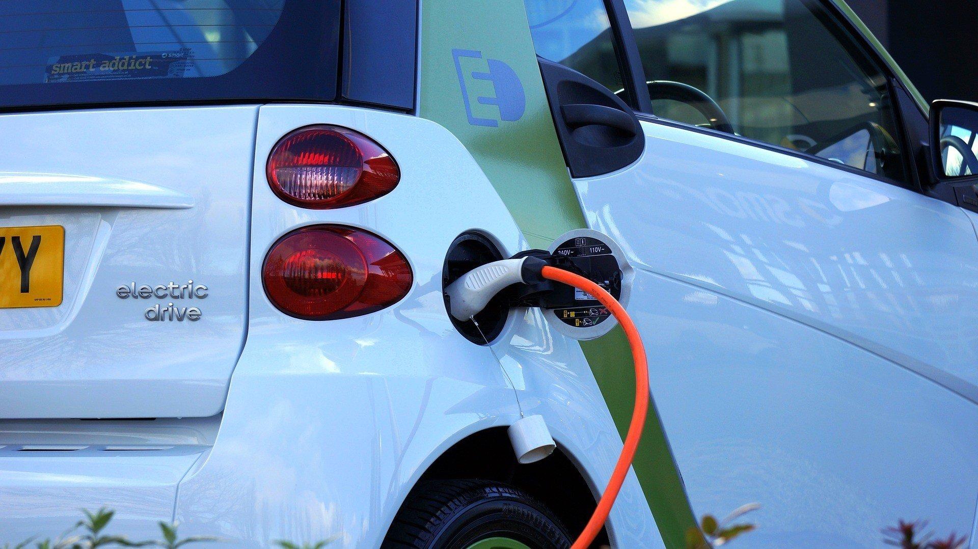 Количество пунктов зарядки для электромобилей растет