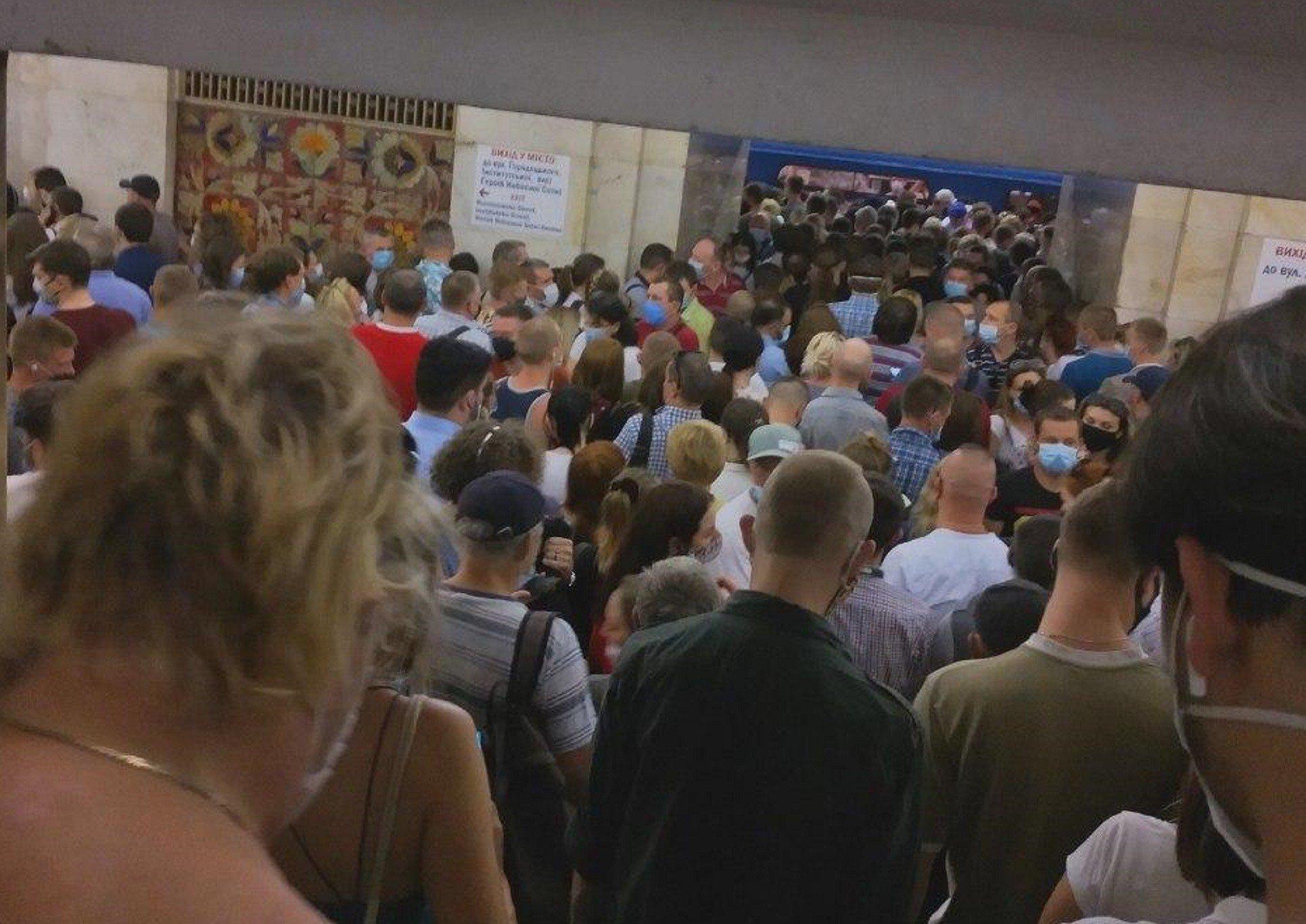 В киевском метро произошло ЧП - фото