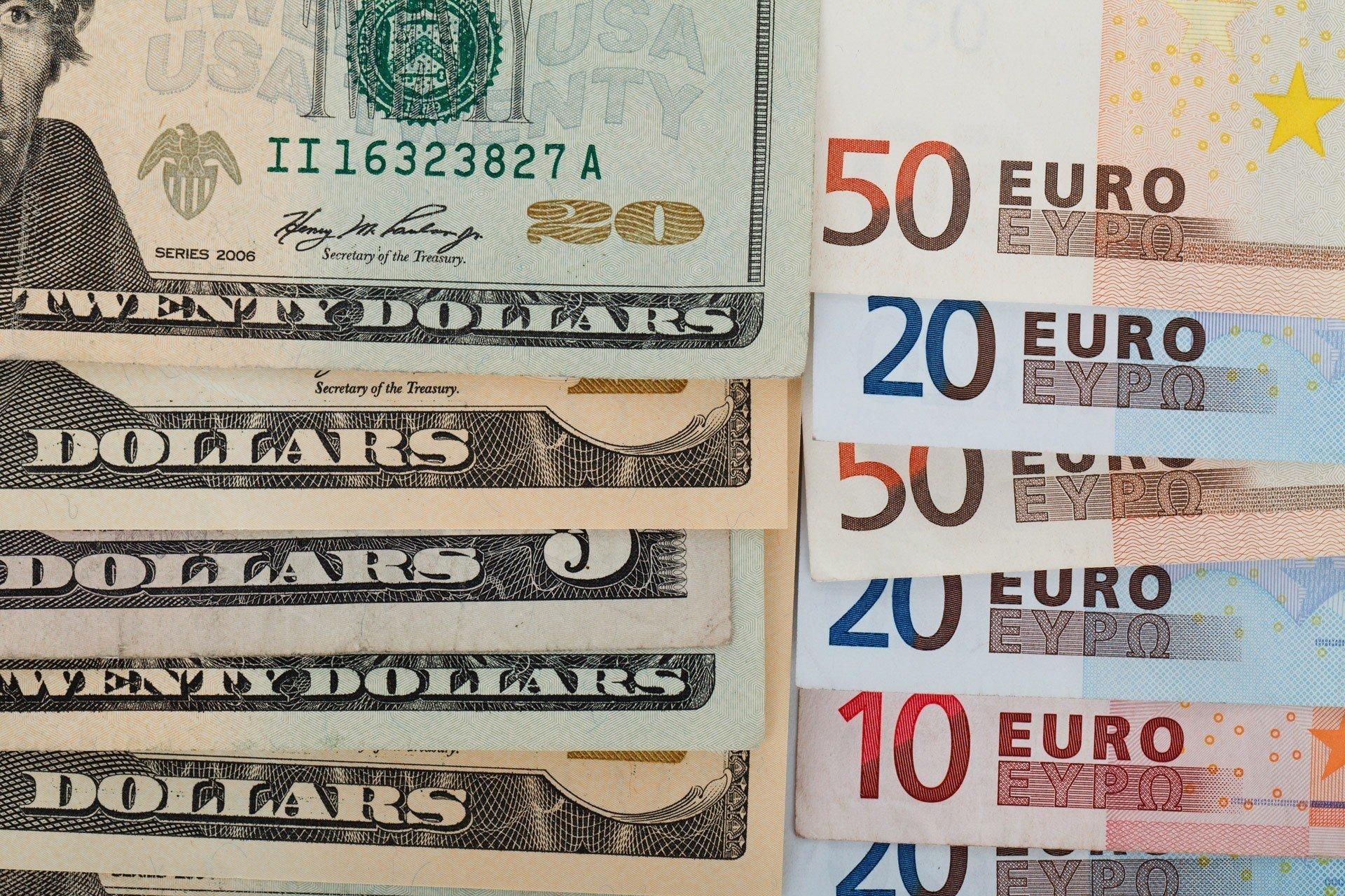 Межбанк: доллар снова дешевеет
