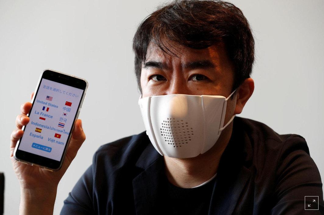 """В Японии создали """"умную маску"""""""