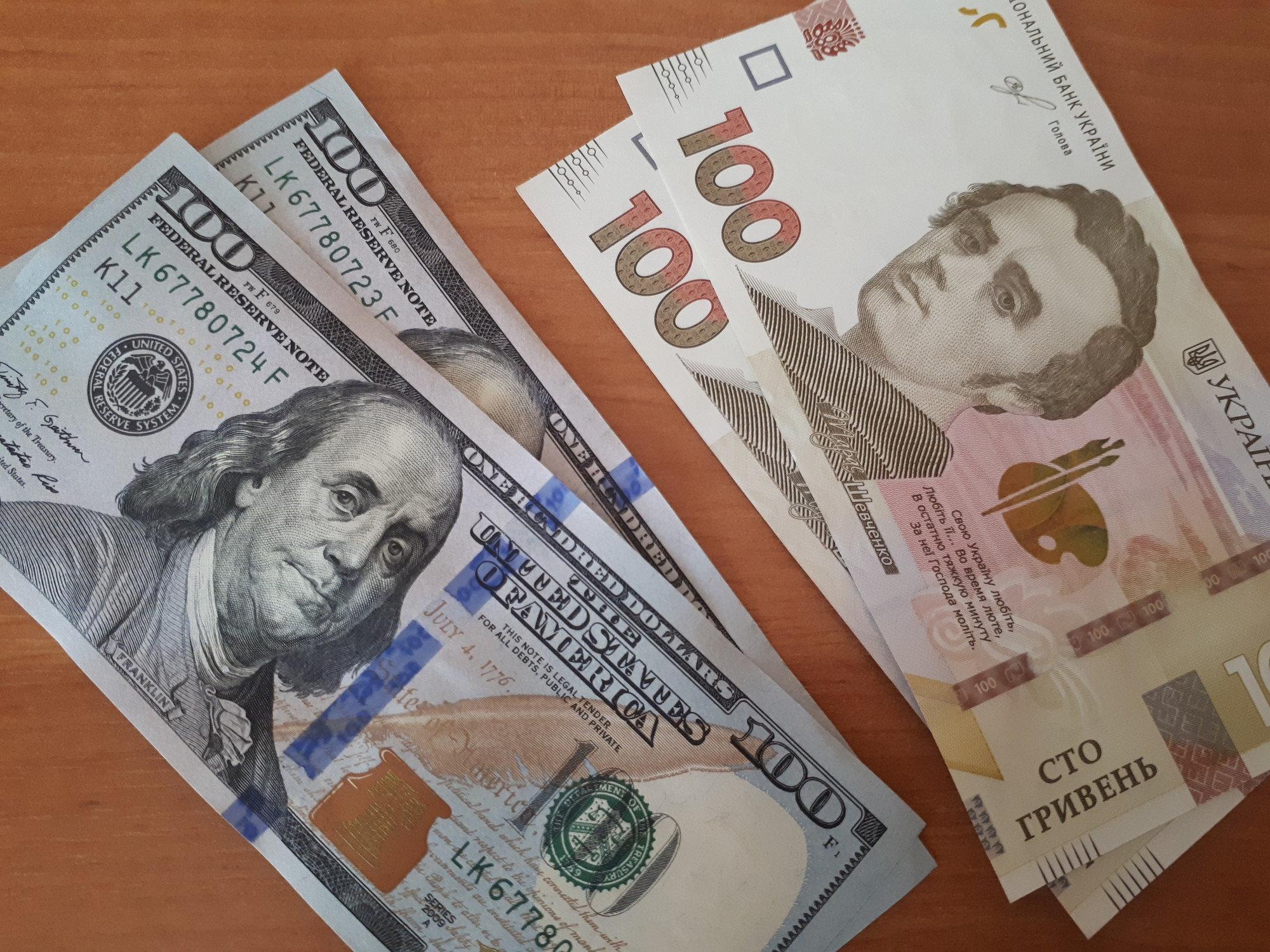 Межбанк: курс доллара продолжает расти