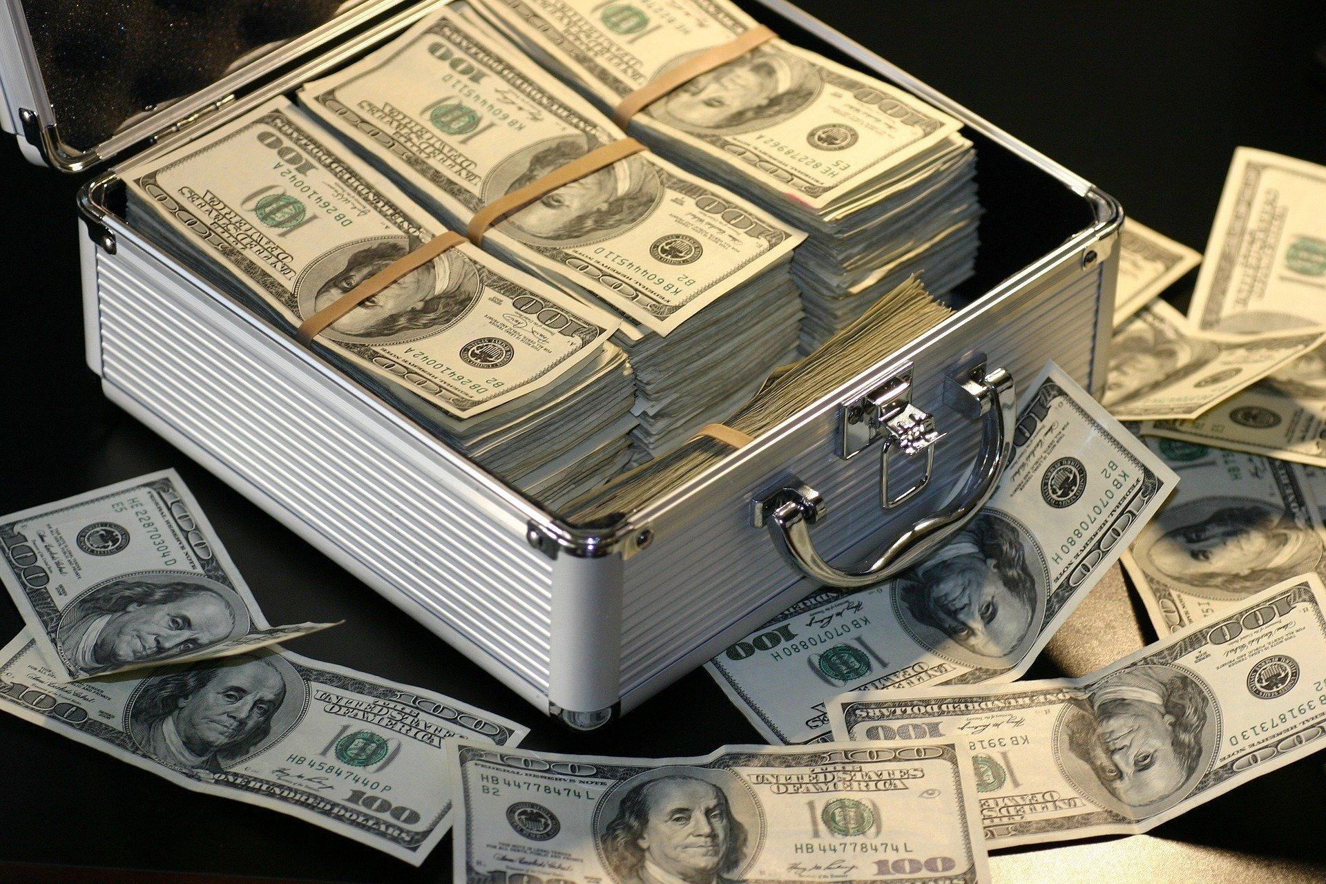 Количество долларовых миллионеров растет