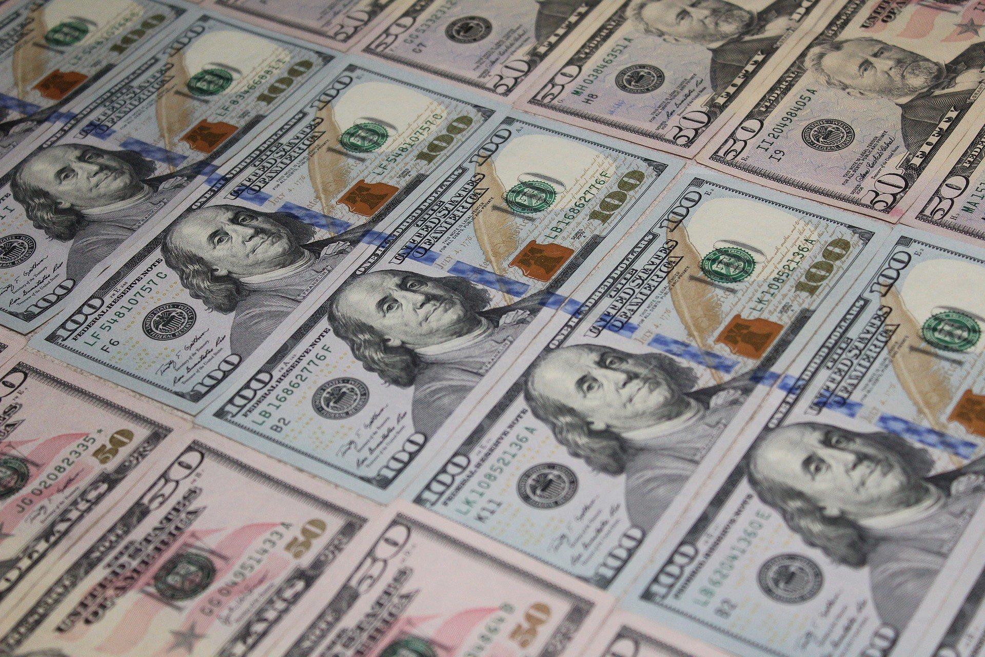 Доллар отреагировал на отставку Смолия
