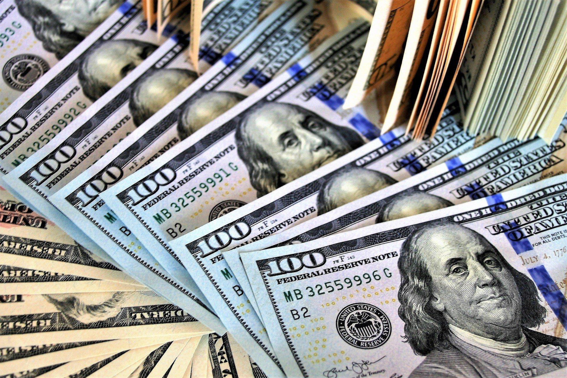 Курс доллара обновил двухлетний минимум