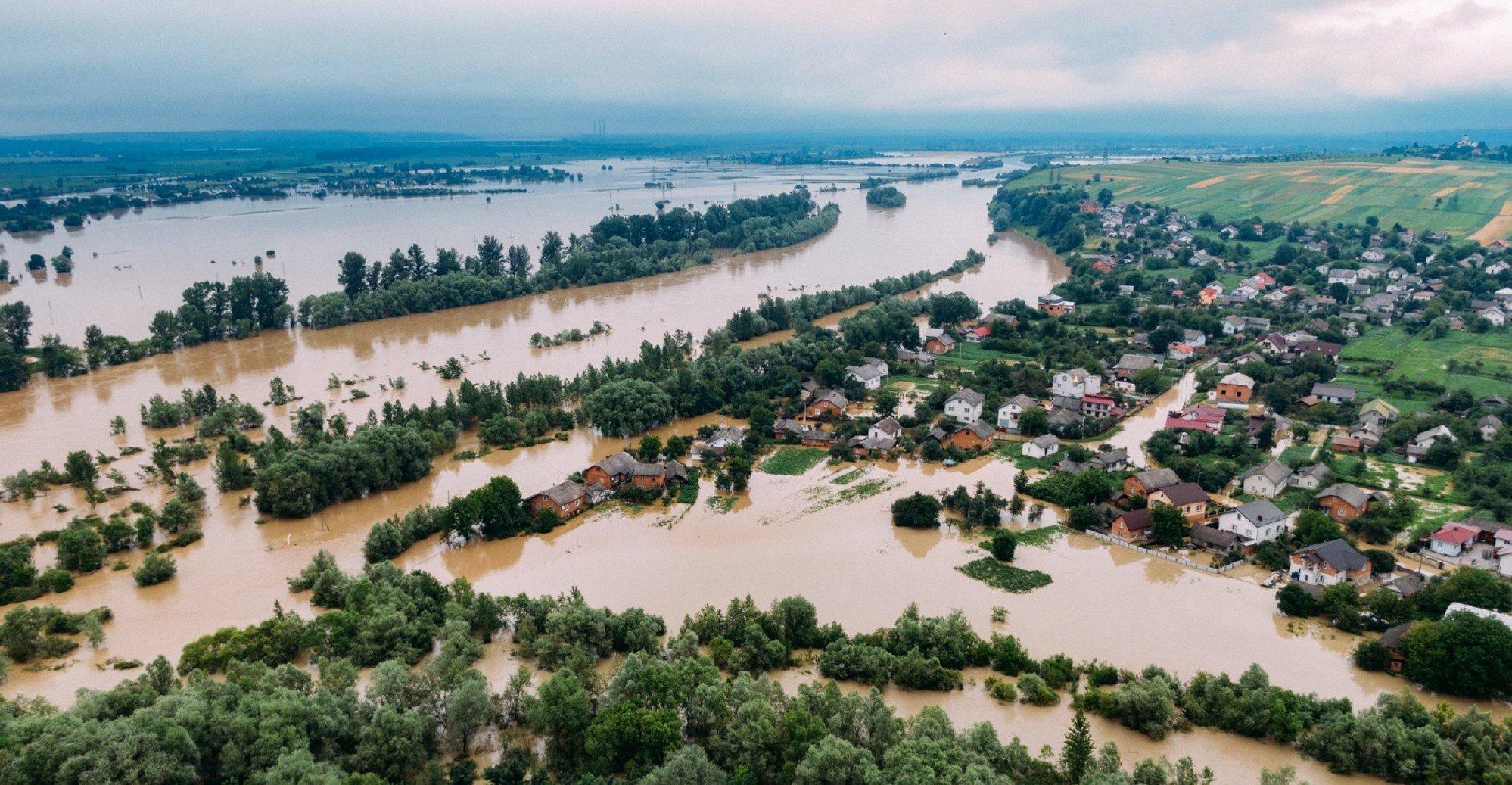 К пострадавшим от погоды селам до сих пор нет доступа