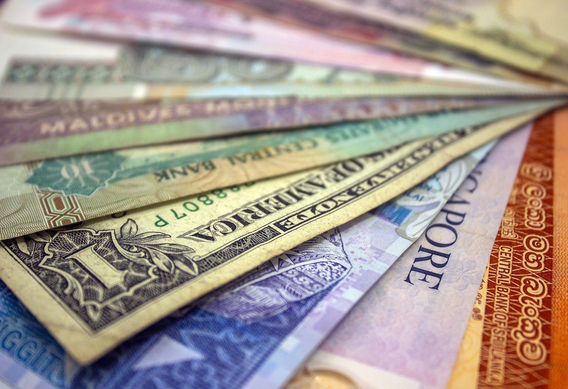 Межбанк: цена на доллар выросла