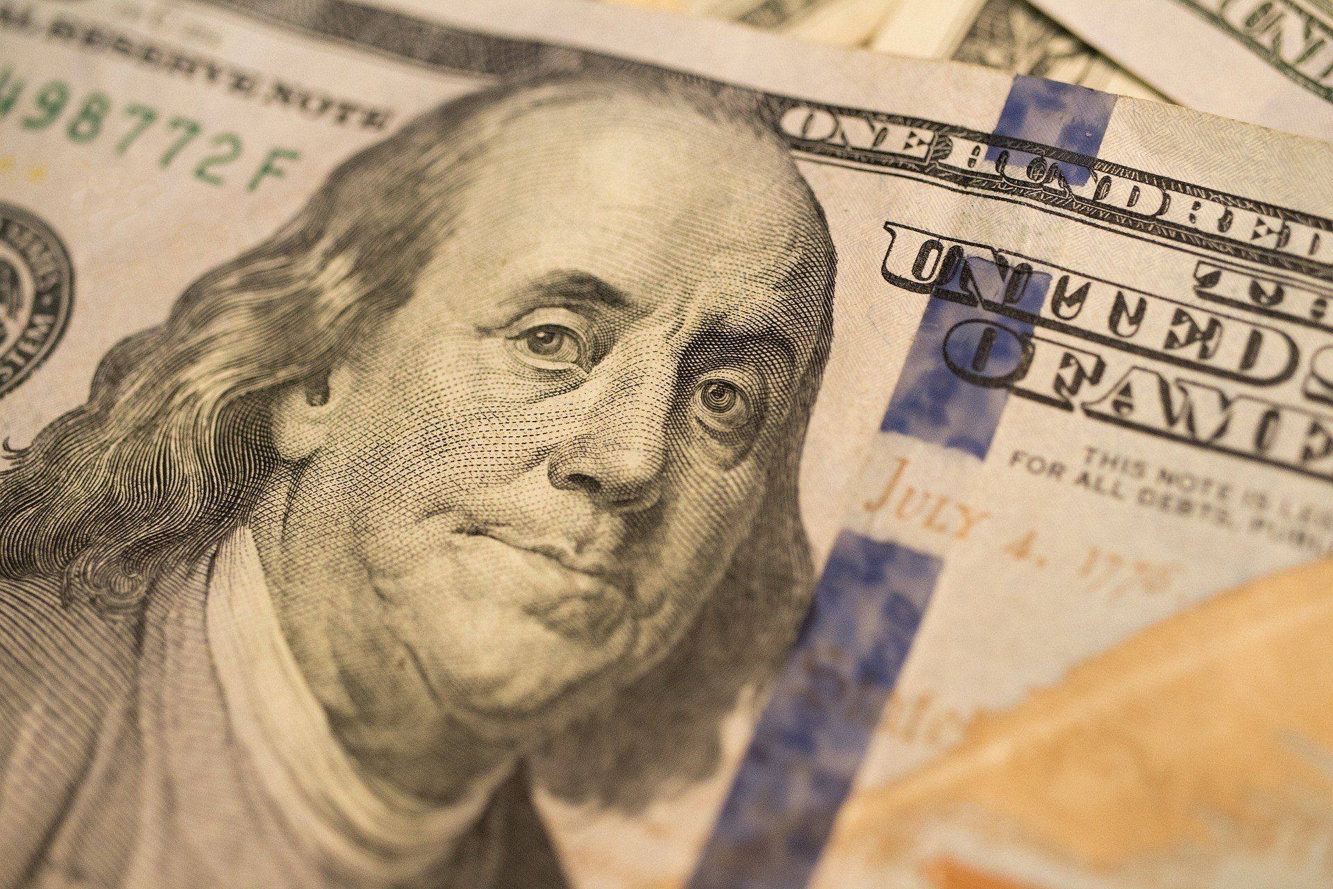Межбанк: НБУ остановил снижение курса доллара