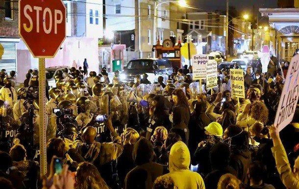 Опубликовано видео беспорядков в Филадельфии