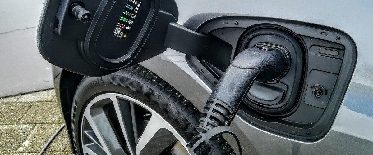 Когда рухнут цены на электромобили