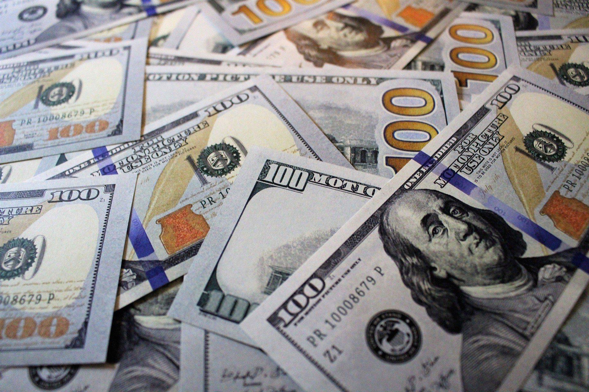Итоги дня: доллар продолжает снижаться