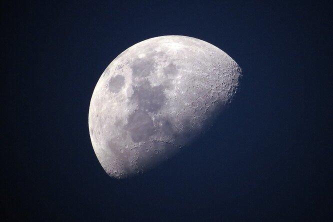 Китайская автоматическая станция готовится к посадке на Луну
