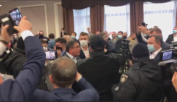 В Киевоблсовете произошла потасовка между депутатами