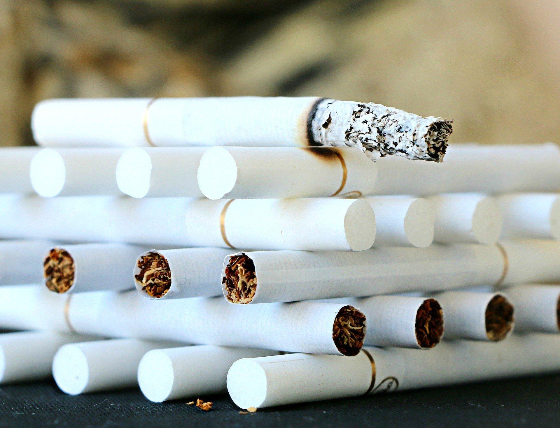 Из-за коронавируса в Турции запретили курить на улице