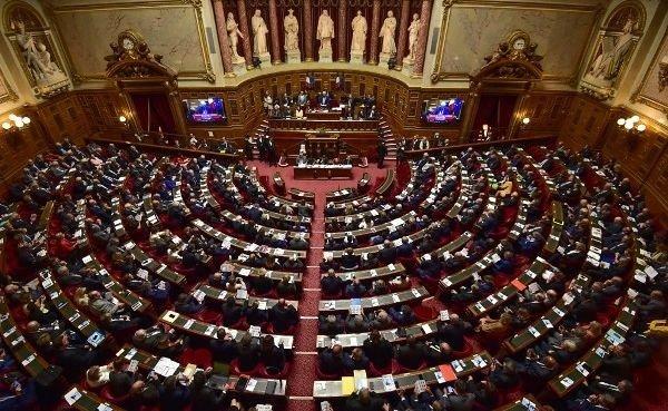 """Сенат Франции """"заложил бомбу"""" под НАТО"""