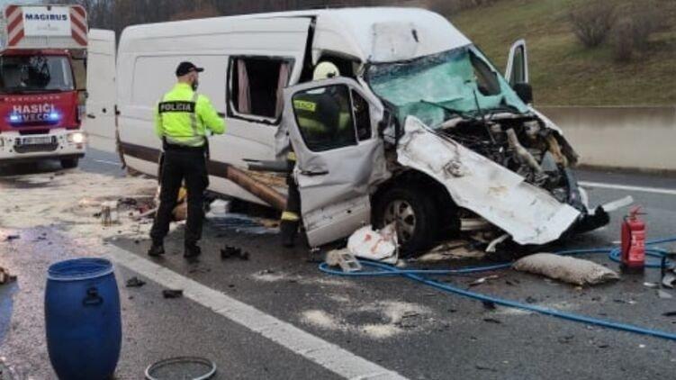 В Словакии микроавтобус из Украины попал в смертельное ДТП