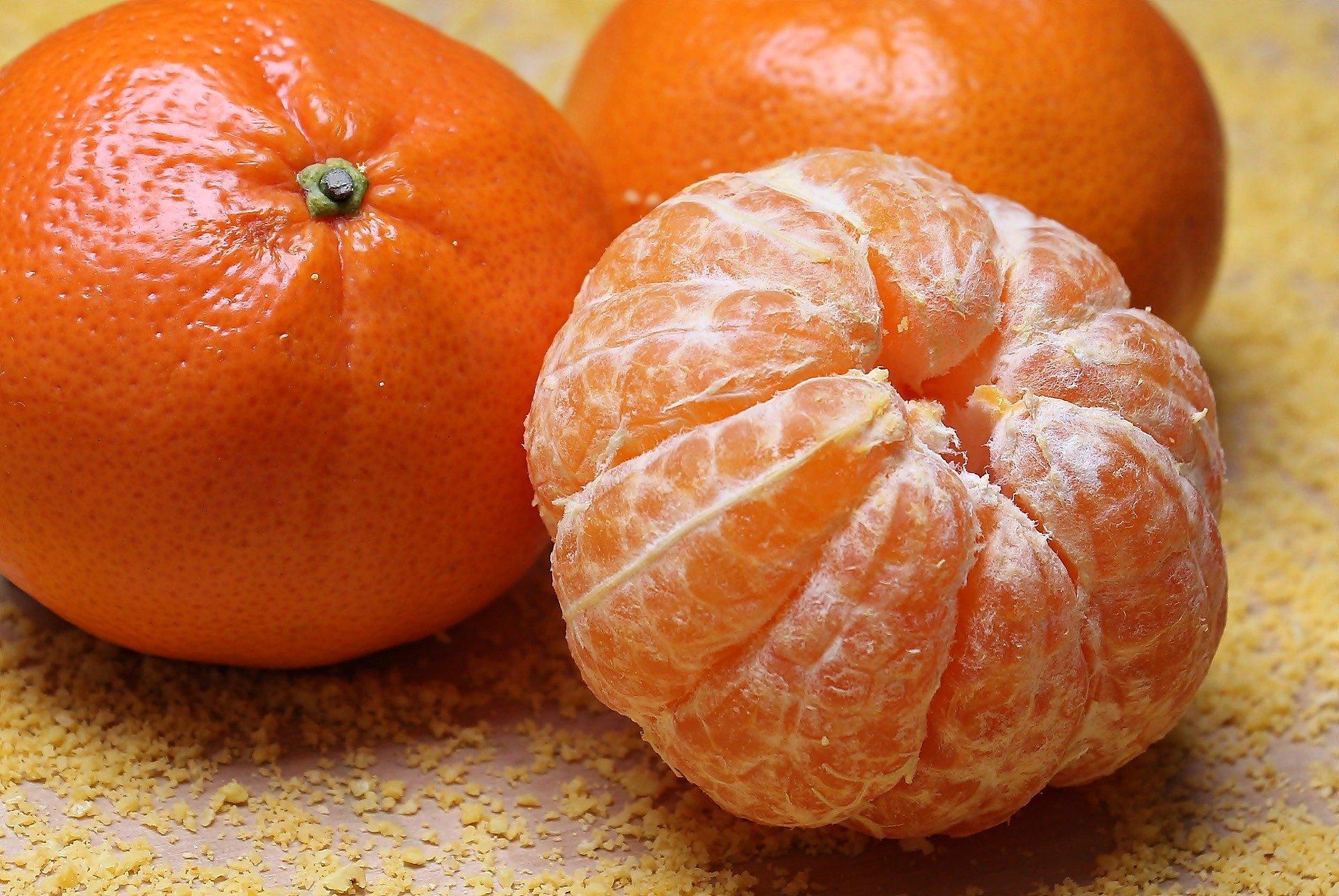 Почему мандарины продают в красных сетках