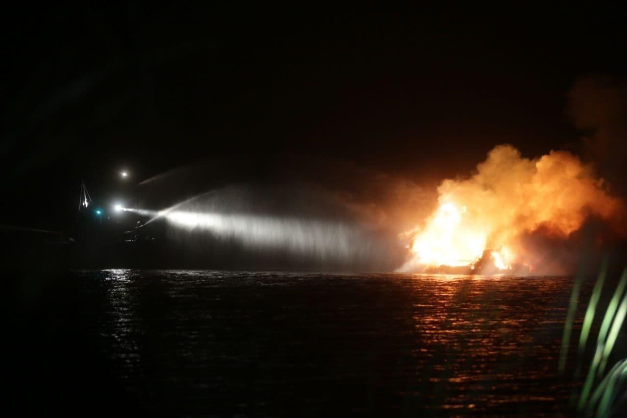 В Киеве на Днепре сгорела яхта