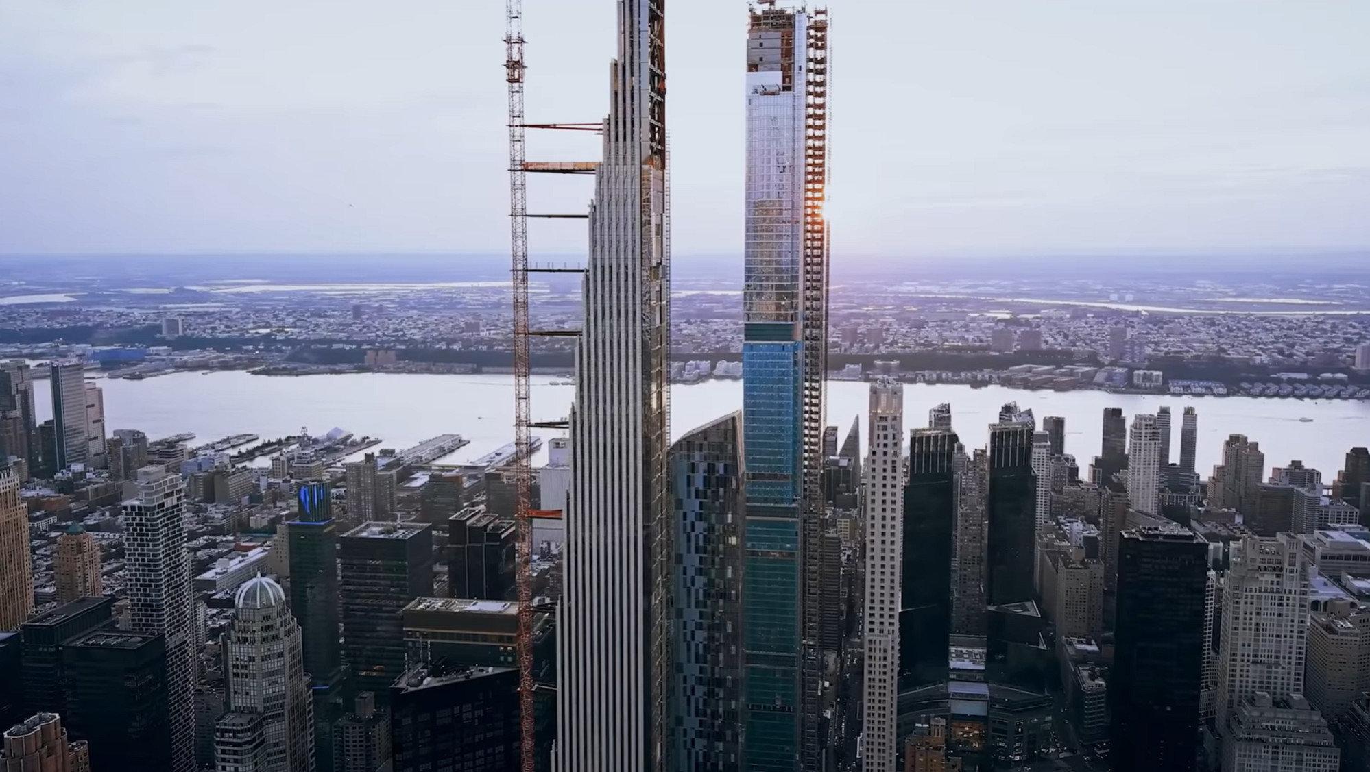 Построен самый тонкий небоскреб в мире