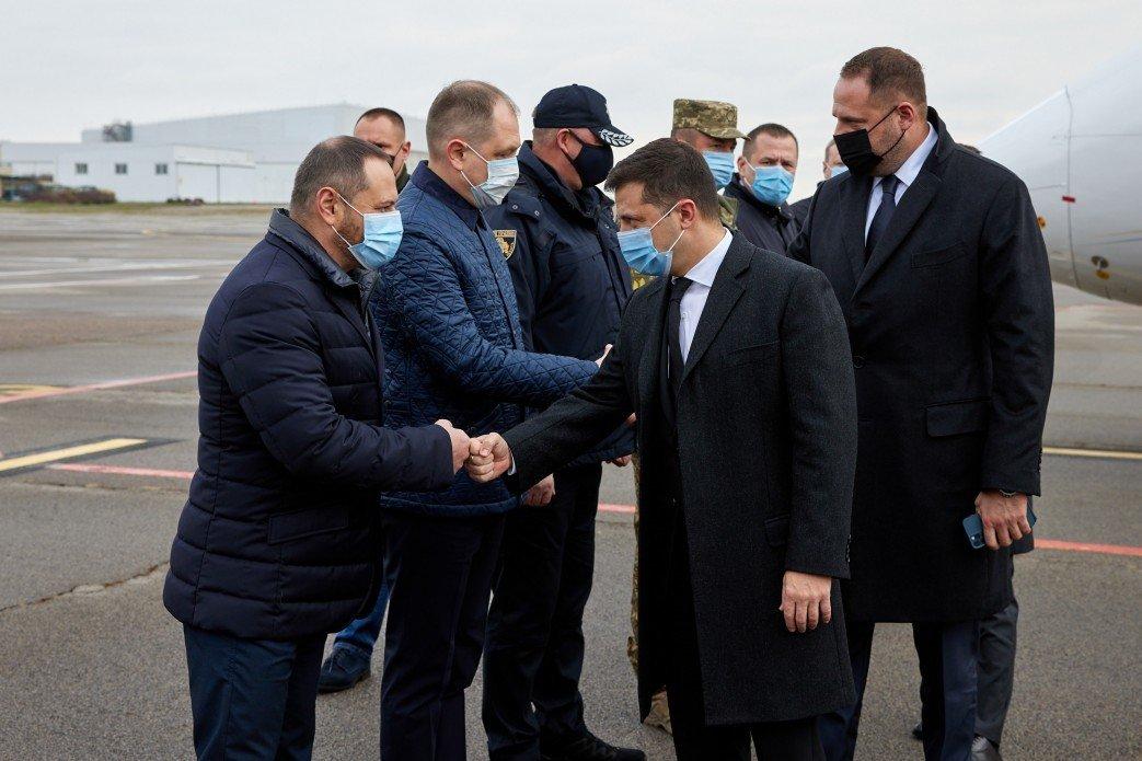 Президент начал рабочую поездку на Днепропетровщину