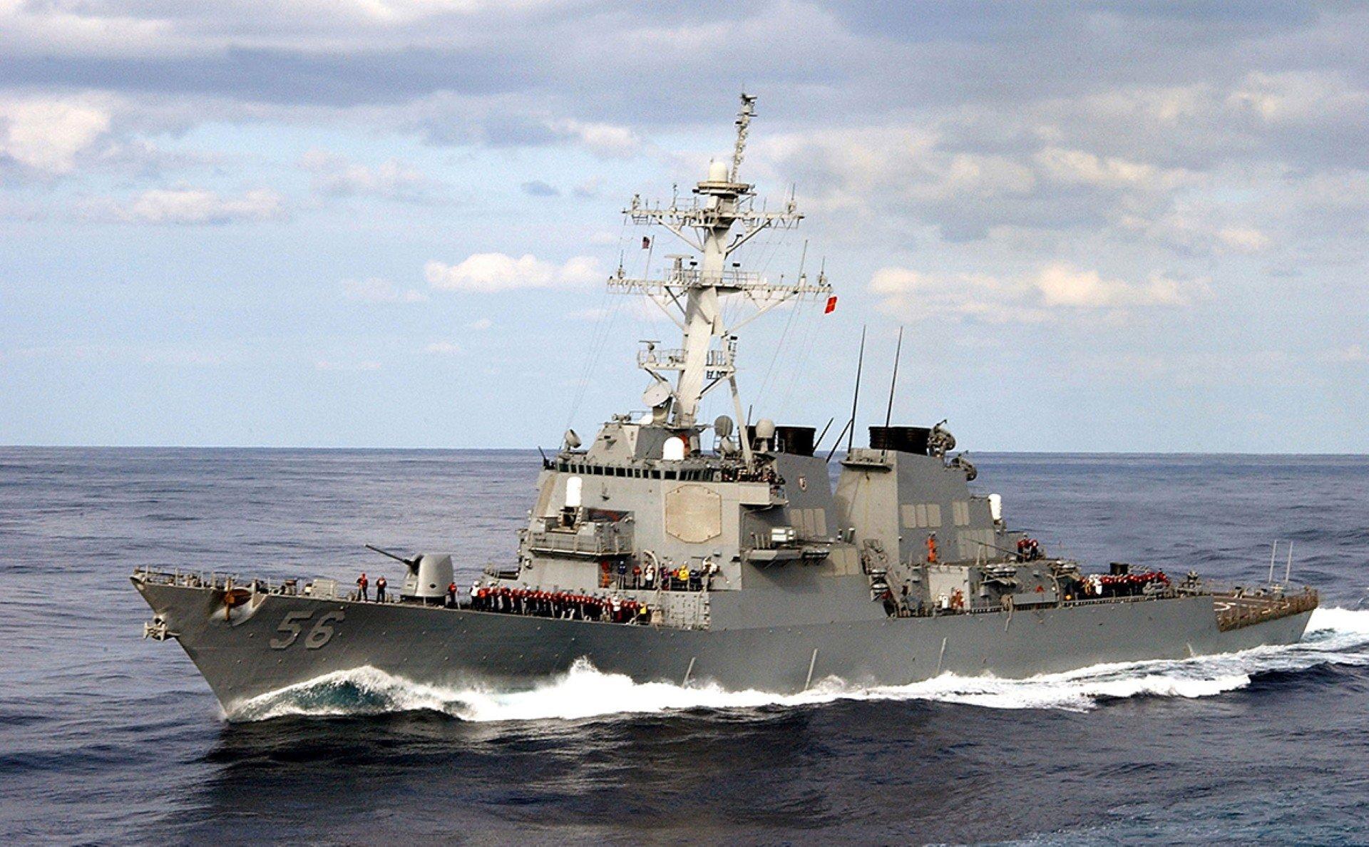 """Зачем эсминец США заходил в """"российские"""" воды"""