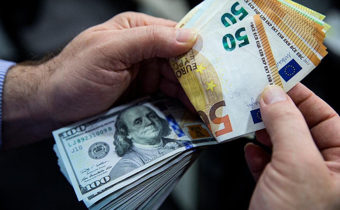 Доллар уступил лидерство в международных платежах