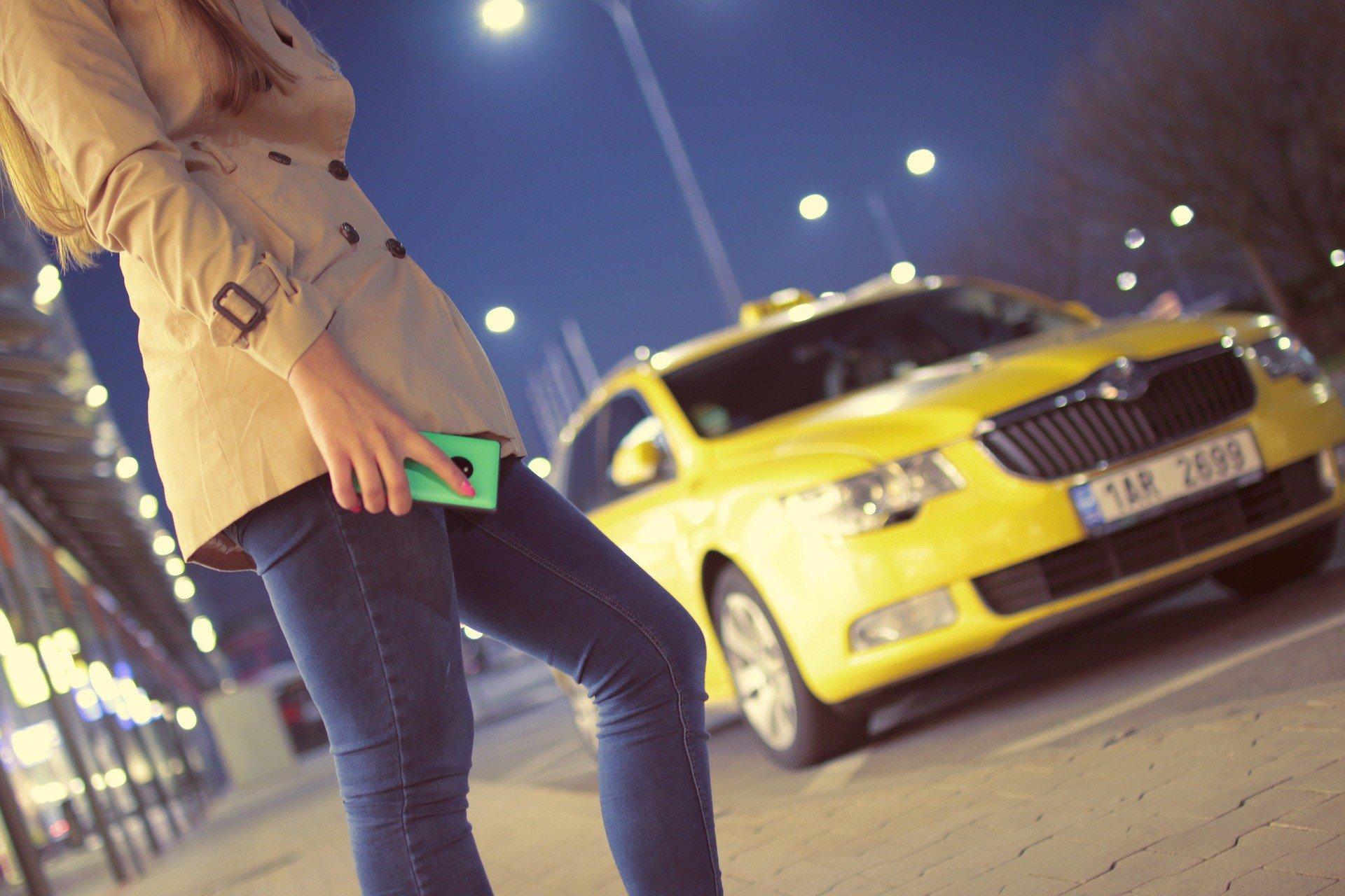 Таксист выдумал ограбление, чтобы скрыть любовницу