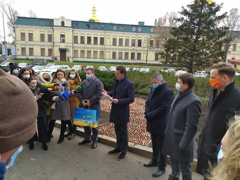 Нидерланды подарили Киеву сто тысяч тюльпанов