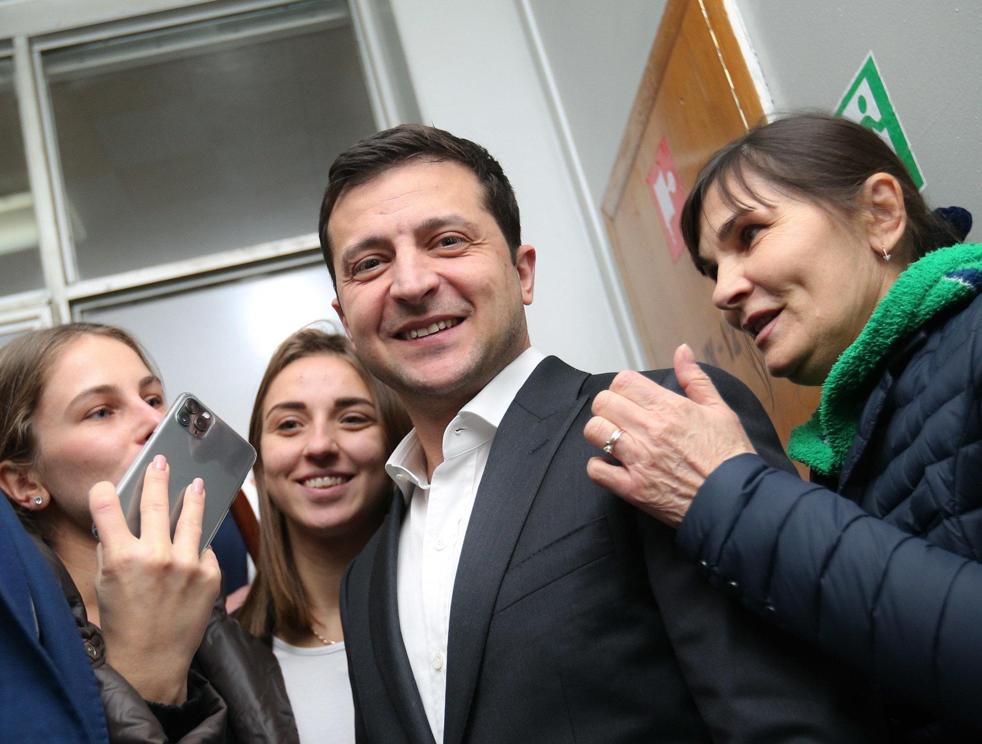 """Зеленский приедет убеждать """"слуг"""" голосовать по КСУ"""