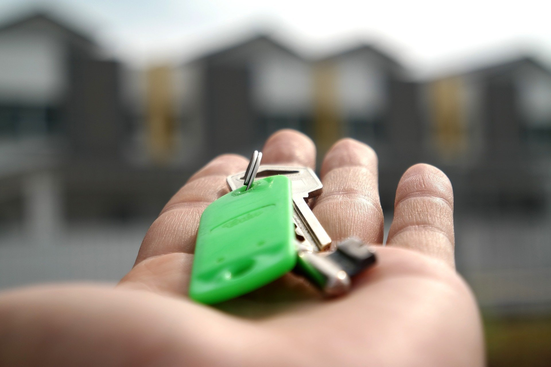 Задержка в сдаче дома: как отвечает застройщик
